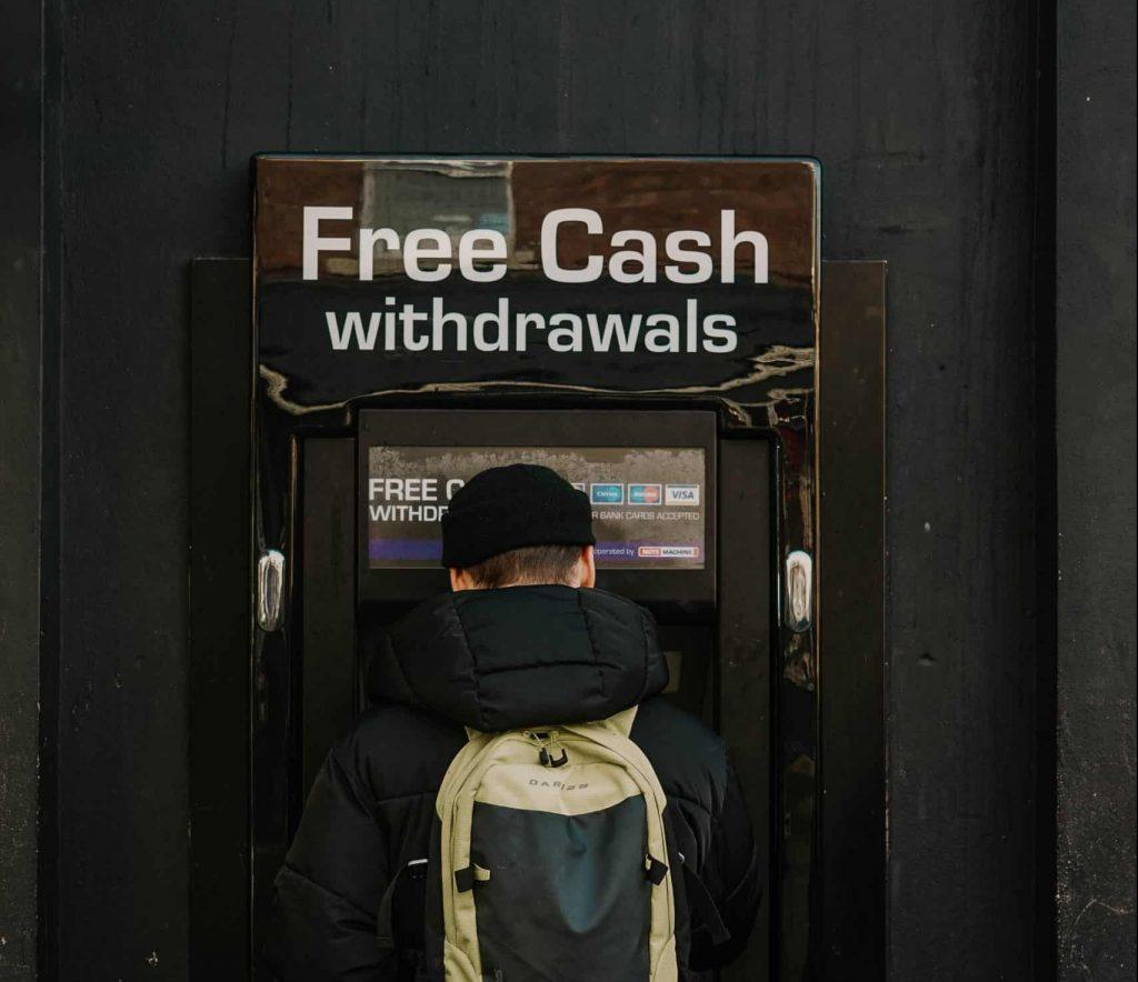 Cash point (credit Toa Heftiba-Unsplash)